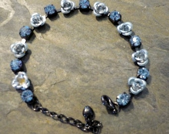 Blue Bracelet, Blue Crystals Bracelet, Flowers Bracelet, Tiny Flowers Brass Bracelet, Blue Flowers Bracelet, Brass Bracelet with Crystals.