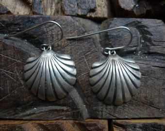 Sterling Silver Shell Earrings, Clam Shell Earrings, Everyday Silver Earrings, Oxidized Silver Earrings, Dangle Silver Earrings FUEP475SB