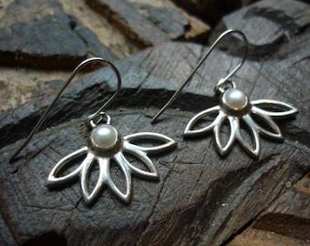 Sterling Silver Earrings, Flower Shape Earrings, Flower Petals Earrings, Flower with White Pearl Earrings, Silver and White Pearl FUEF297W