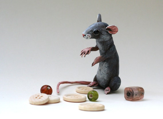 Mouse playing with... Polymer clay miniature by Madre Olius