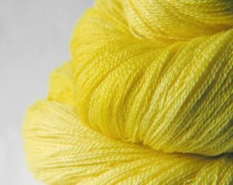 Tweety's day of revenge - Merino/Silk/Cashmere Fine Lace Yarn