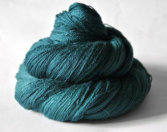 Giant clam closing forever - Merino/Silk/Cashmere Fine Lace Yarn