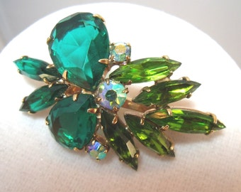 Vintage Green Rhinestone brooch with two shades of green stones