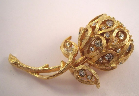 Gold pom pom flower brooch gold with rhinestones