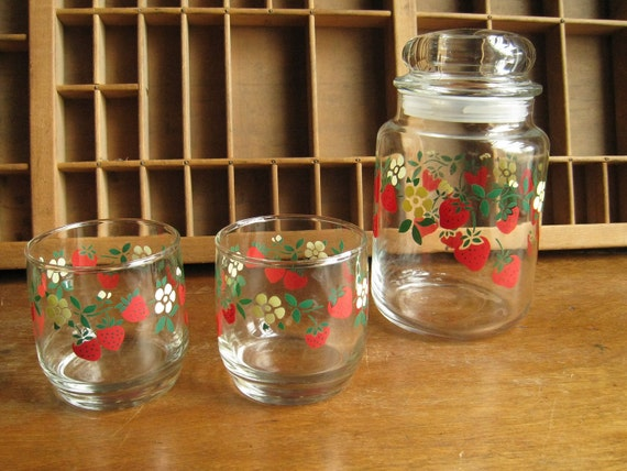 Strawberry Glasses and Storage Container Set / Vintage 80s Drinking Glasses