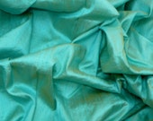 Silk Dupioni Dreamy Mint green  with yellow shimmer - Fat quarter -D42