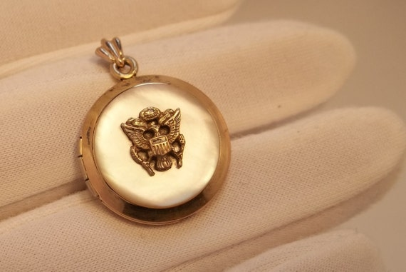 Vintage WWII Sweetheart Gold Filled Locket USA Eagle Insignia