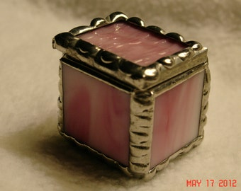 1 x 1 x 1 Tiny Ring Stained Glass Box in Creamy Pink and White