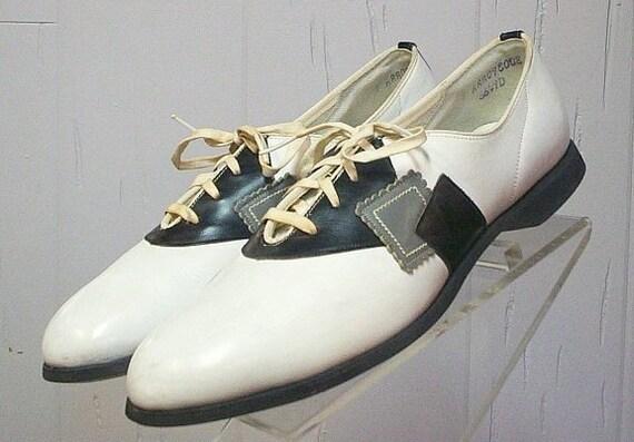 1950s Vintage Leather Saddle Shoes Size 9