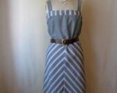 70s dress. plus size dress. vintage 1970s dress. grey chevron stripe sundress.