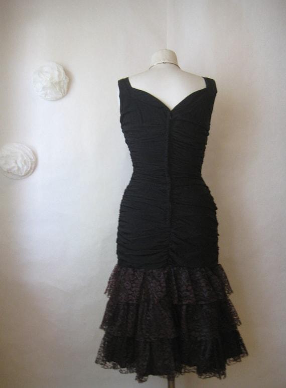 r e s e r v e d. 1950s wiggle dress. vintage 50s dress. hourglass ruched mermaid ruffle lace hem.