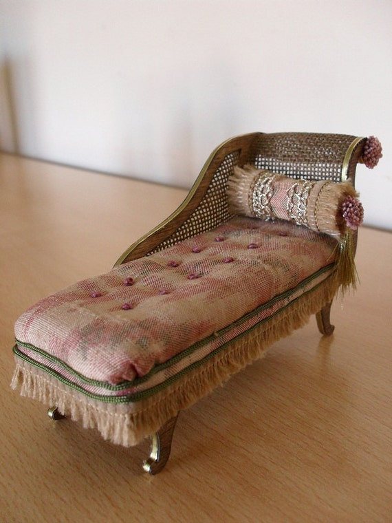 Dollhouse miniature antique chaise longue english country for Antique wooden chaise lounge
