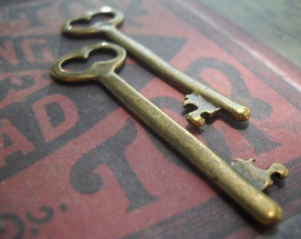 "Skeleton Key Pendants Antiqued Bronze Vintage Style Keys 2 pieces 53mm 2.08"" Steampunk Keys"