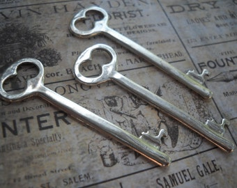 Skeleton Key Pendants Silver Keys Steampunk Keys Silver Key Pendants 2 Inch Keys Key Charms Steampunk Supplies 2 pieces
