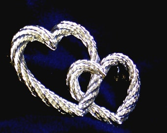 Entwined Hearts PIN, Goldtone