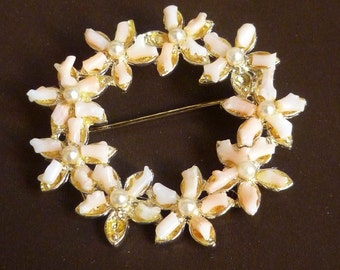Vintage Brooch / pin, gold, pink coral and pearls