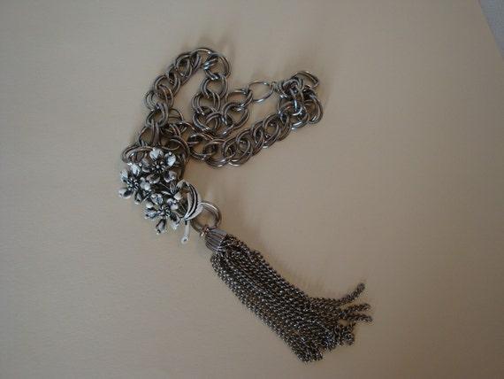 Lazy Susan-Vintage Necklace- Shaker Fringe-Chunky Chain-White Flowers