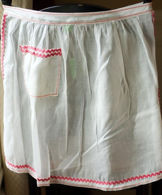 Half Apron White Pink Vintage