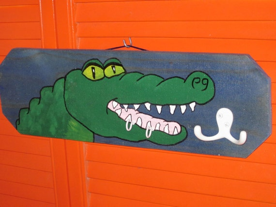 Big Old Smilin' Gator Sign with Hooks for Keys,Hats etc.