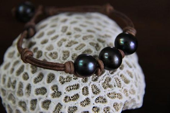 CARRIBEAN NIGHTS Black Pearls and Leather Bracelet