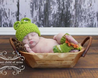 Froggie Hat and Leg Warmers