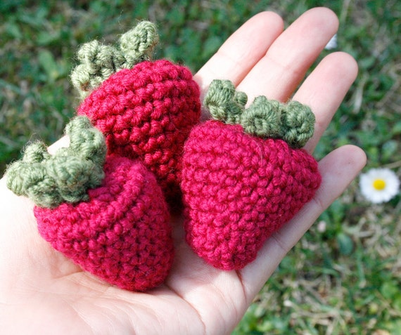 Crocheted play food - Strawberry (set of 3)