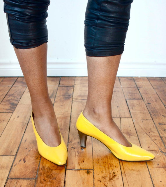 Vintage 80's 'Sunny Delight' Yellow Leather Shoes w/ Scalloped Heel // Spring