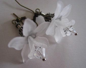 Spring is here, White Flower Crystal earrings