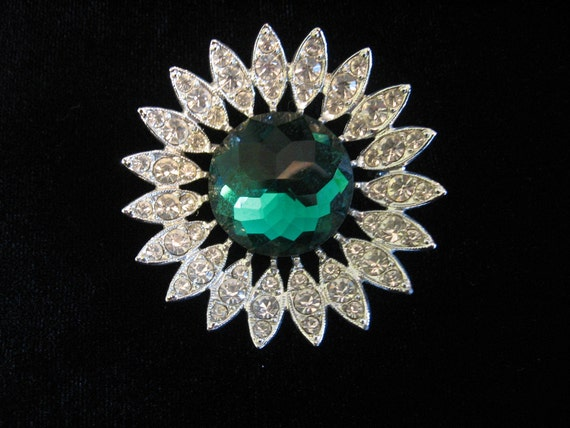 "Vintage Sarah COVENTRY ""Kathleen"" Emerald Green and Clear Rhinestone Flower Brooch"
