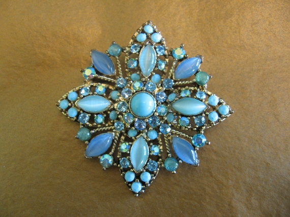 SALE 15% Off Vintage Blue Ab Rhinestone and Moonglow Cabochon Brooch