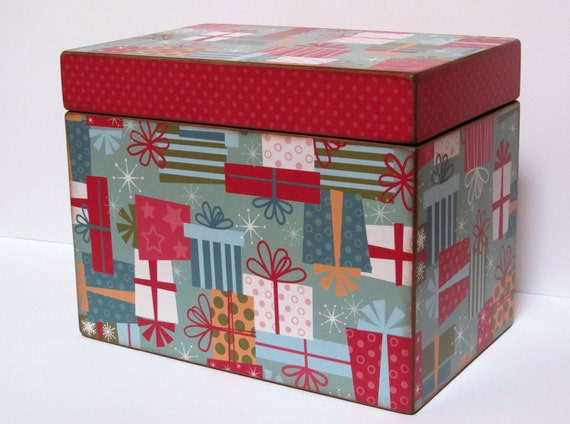 Greeting Card Organizer Holder- YOU CHOOSE the DESIGN - very large wooden box that holds up to 6x8 inch greeting cards - Personalized