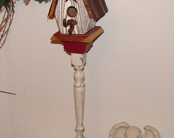 BH001 Rustic White and Red Birdhouse with Tin Roof on Pedestal