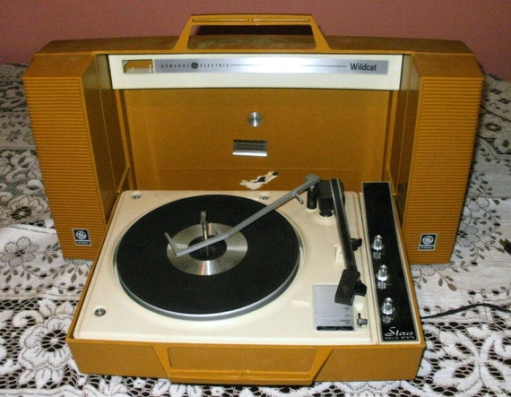 vintage record player portable works great. Black Bedroom Furniture Sets. Home Design Ideas