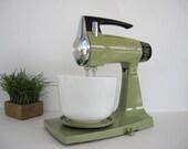 Vintage Avocado Electric Mixer Sunbeam Mixmaster Stand Detachable Hand Mixer