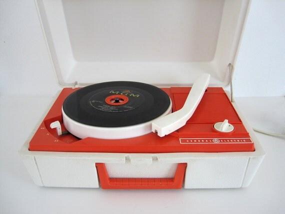 Vintage Record Player Portable GE General Electric Model V211 Mod Orange
