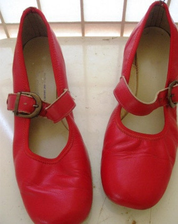 Vintage funky red Leather shoes