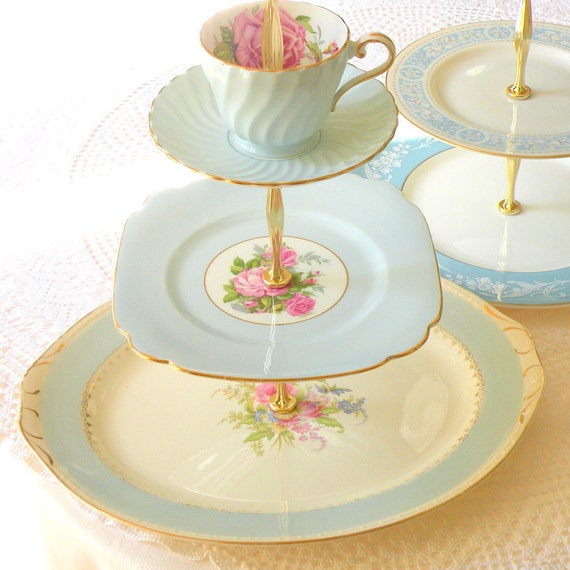 How To Transfer A Cake To A Cake Stand