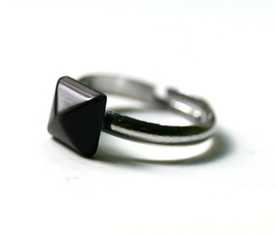 Pyramid Stacking Ring - Adjustable