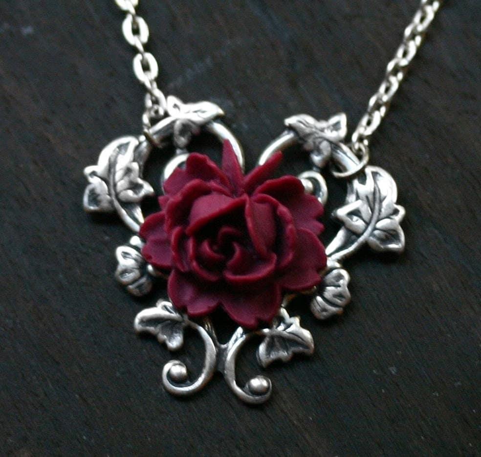 red rose necklace alice in wonderland