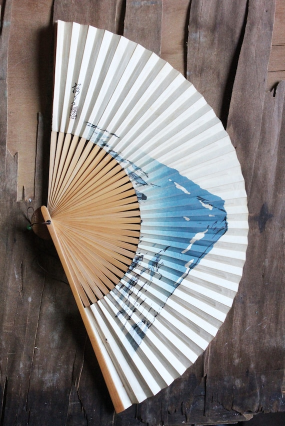 Vintage 40's Hand painted Japanese Mount Fuji bamboo paper fan