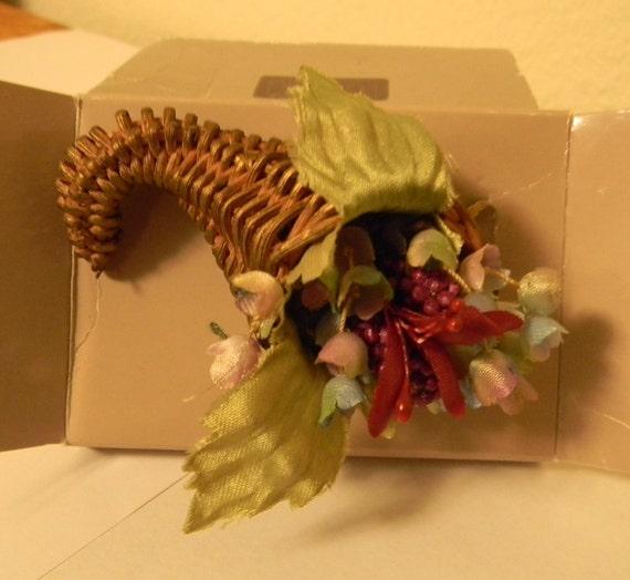 AVON, Cornucopia, Pin, Brooch, Thanksgiving, Fall, Harvest, Horn of Plenty, Autumn, Made in USA