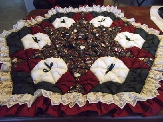 Christmas Tree Skirt  - Biscuit Quilted - Mumm Santas