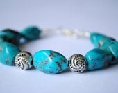 A Stylist Handmade Turquoise Bracelet with Silver Plated Beads