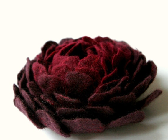felted  flower brooch BURGUNDY DAHLIA / made to order