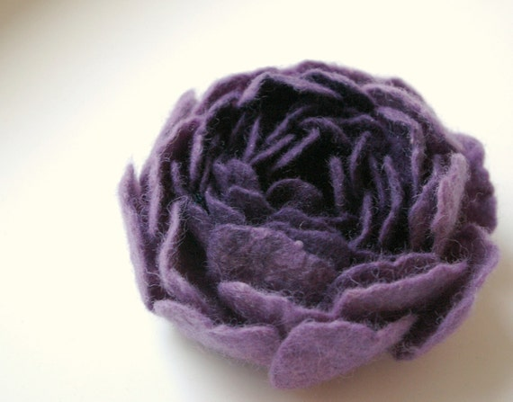 purple felted flower brooch NOVEMBER / made to order
