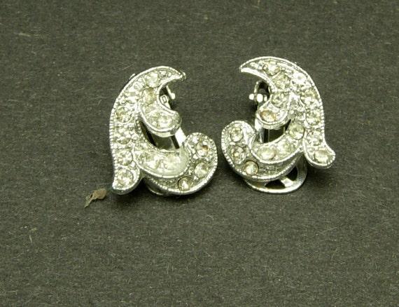 1950's rhinestone clip on earrings.