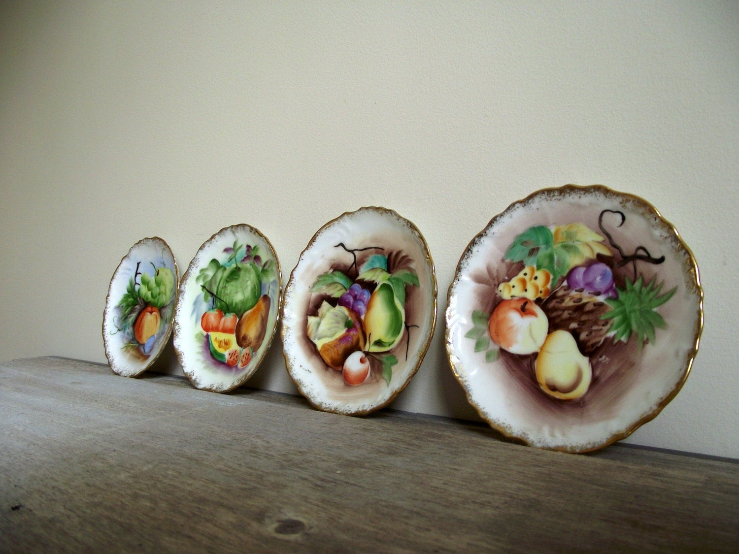 Decorative Wall Plates Set Of 4 : Decorative wall plates handpainted fruit set of four hanging