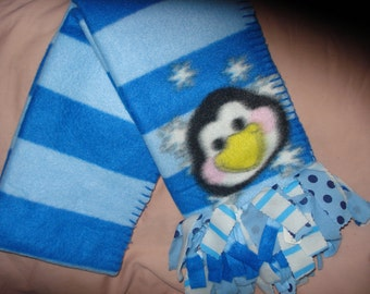 Fleece scarf with smiling Penguin and patterned fringe  -  sc011b