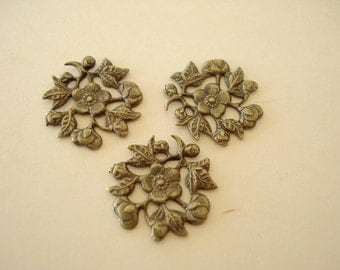 40 Antiqued Brass Filigree Flower Plate (14.5mm) SB316