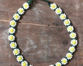 Vintage 90's handmade glass beaded Daisy Chain Spring Choker Necklace